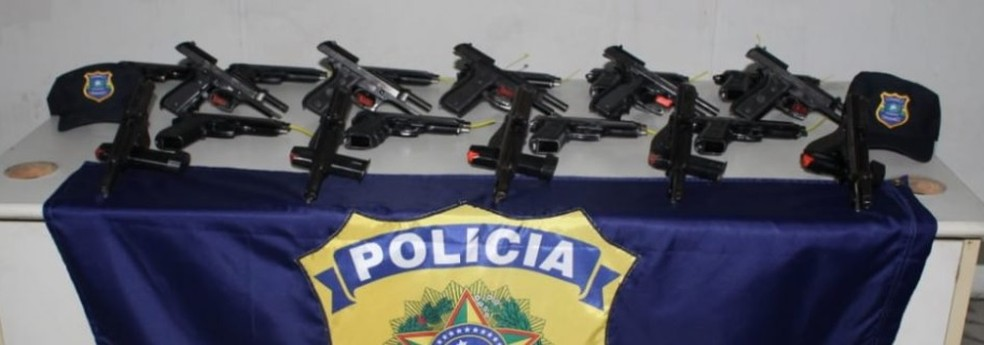 Centro e vinte pistolas ponto 40 estão entre armas roubadas da Core — Foto: Prefeitura de Ipojuca/Divulgação