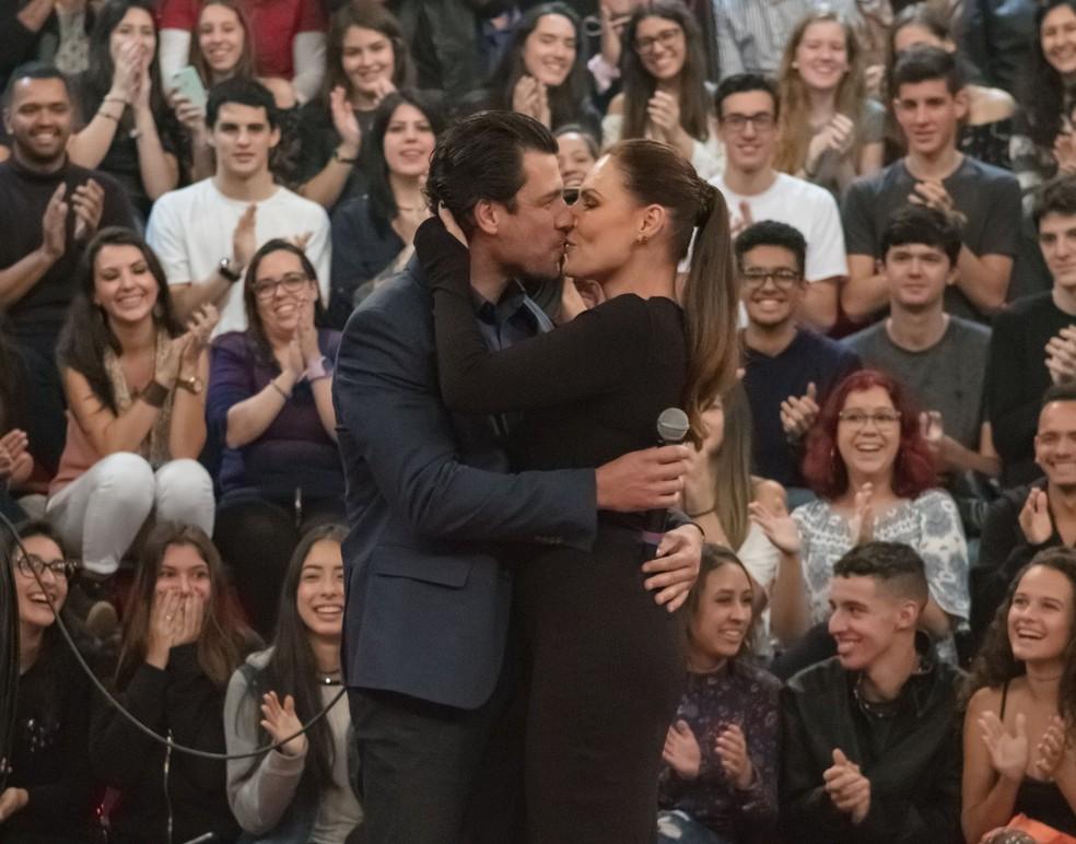 Laura Muller, em 2018, se surpreendeu com o namorado no 'Altas Horas' — Foto: TV Globo