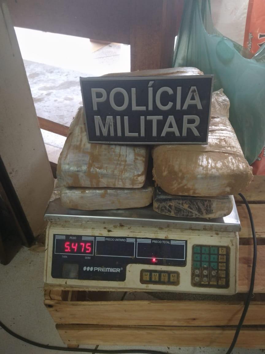 PM encontra droga escondida em barranco durante resgate de cadáver em rio no AC - Notícias - Plantão Diário