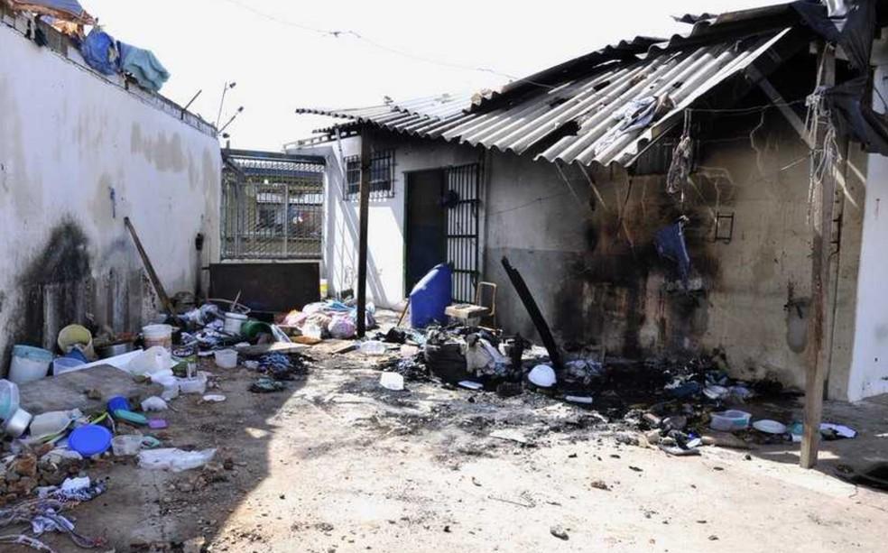 Parte da unidade prisional ficou destruída após a rebeliões (Foto: TJ-GO)