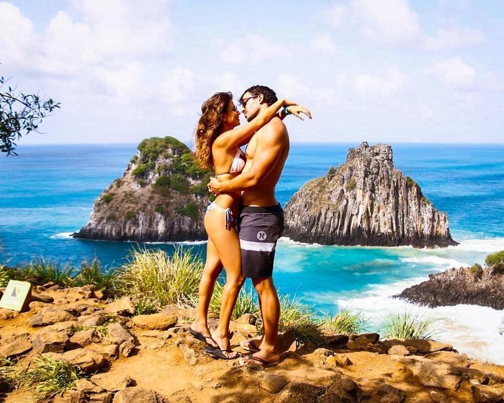 Paula Fernandes com o namorado, Gustavo Lyra, em Fernando de Noronha — Foto: Reprodução/Instagram