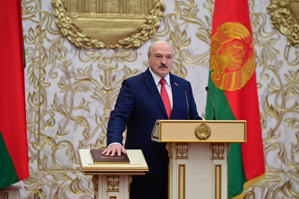 Lukashenko presta juramento em cerimônia secreta em Belarus