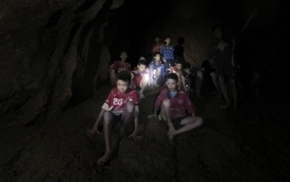 Meninos presos em caverna na Tailândia (Foto: Tham Luang Rescue Operation Center via AP)