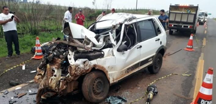Motorista morre após bater carro atrás de caminhão parado na PR-170, em Guarapuava  - Notícias - Plantão Diário