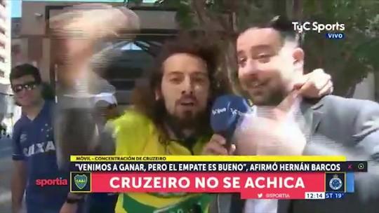 Cartolouco invade entrevista ao vivo na Argentina e vira meme dos hermanos