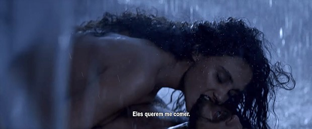 Débora Nascimento e Sergio Guizé em cena do filme Além Do Homem (Foto: Reprodução/ Youtube)