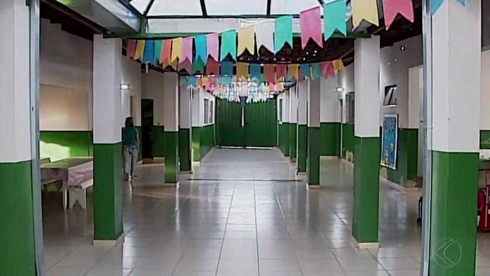 -  Escola Municipal Francisco Braga foi construída em 1975 abriga cerca de 200 crianças  Foto: Reprodução/TV Integração