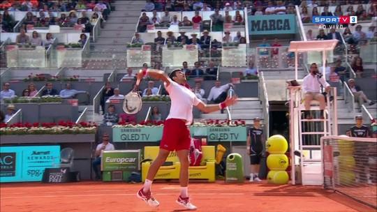 Djokovic protagoniza smash bizarro, mas bate Nishikori na estreia em Madri