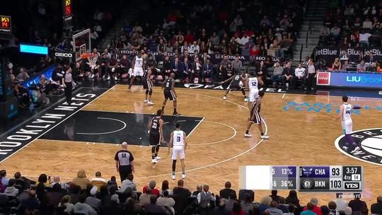 Monstruoso, Dwight Howard quebra recorde de rebotes em vitória dos Hornets