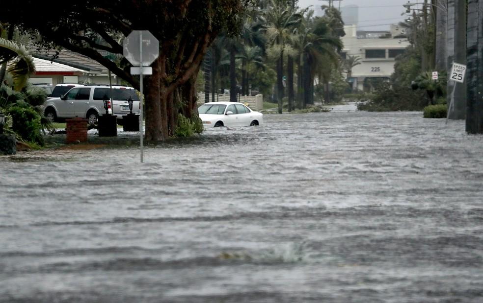 Furacão Irma causa enchentes na Flórida (Foto: Susan Stocker/South Florida Sun-Sentinel via AP)