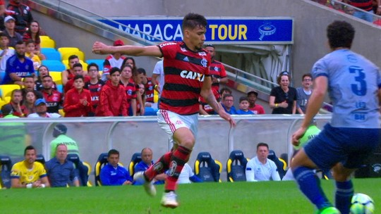 Em exibição menos inspirada como mandante, Flamengo até leva sustos, mas vence merecidamente