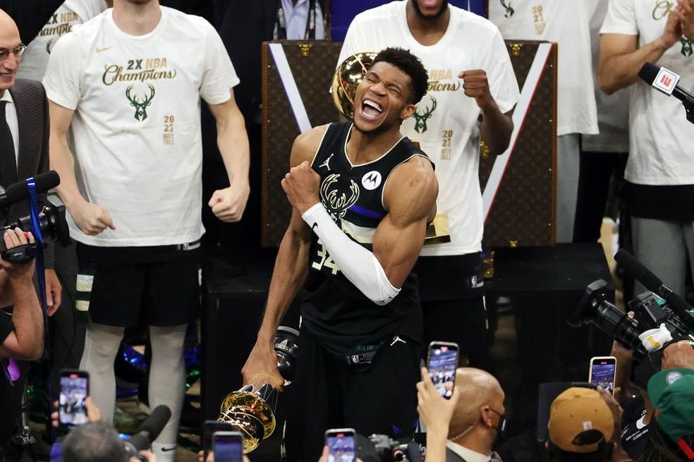 Giannis é eleito o MVP das finais — Foto: Jonathan Daniel/Getty Images