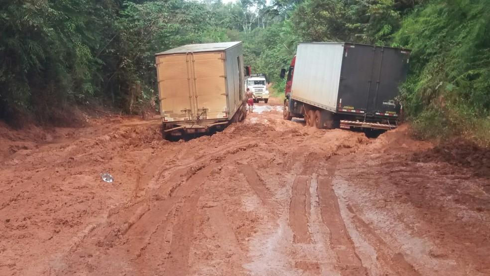 Trecho Norte da BR-156 entre Calçoene e Oiapoque — Foto: MPF-AP/Divulgação