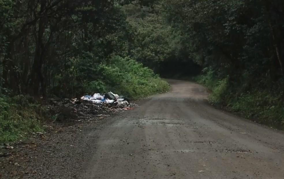 Corpo de professor foi encontrado em estrada isolada, em Caxias do Sul, no dia 3 de maio — Foto: Reprodução/RBS TV