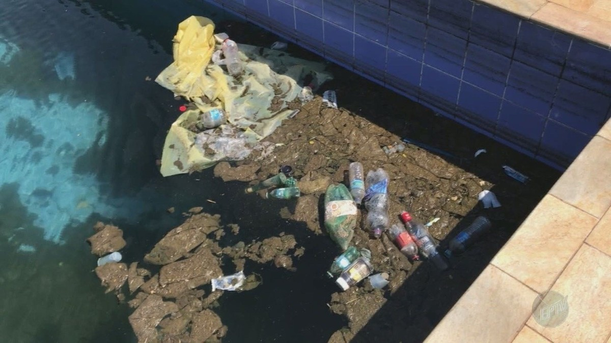 Clube municipal em Campinas tem piscina suja e equipamentos quebrados