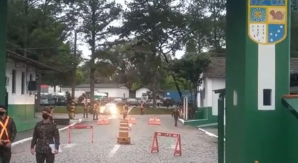 62º Batalhão de Infantaria de Joinville na manhã deste sábado — Foto: Cristiano Gomes/NSC TV