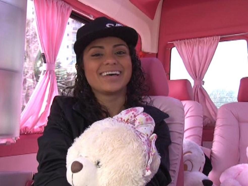 MC Marcelly contou que a van personalizada é a realização de um sonho de menina. — Foto: Reprodução/G1