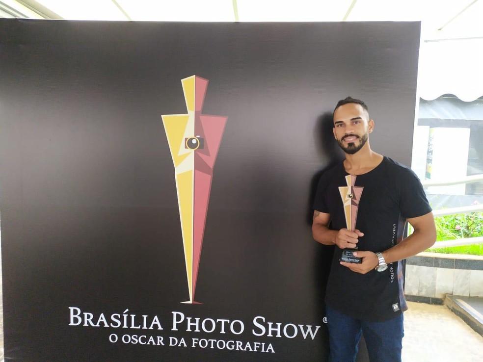 Fotógrafo recebeu a Estatueta pela melhor foto na categoria Astrofografia  — Foto: Eduardo Barbosa /Arquivo pessoal