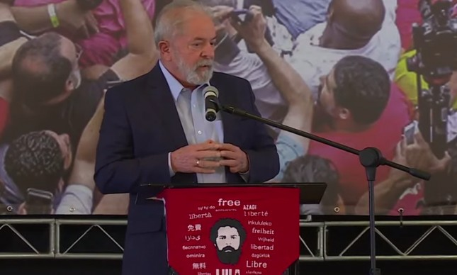 Lula em discurso no Sindicato dos Metalúrgicos do ABC, em São Bernardo do Campo