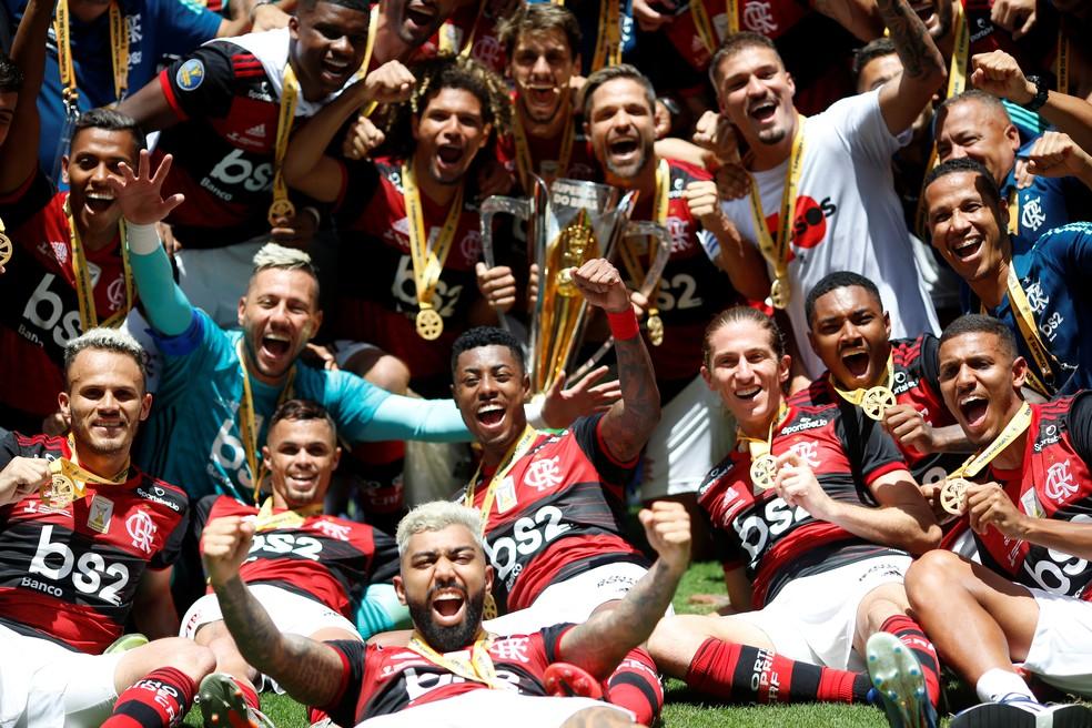 Jogadores do Flamengo comemoram a conquista da Supercopa — Foto: REUTERS/Ueslei Marcelino