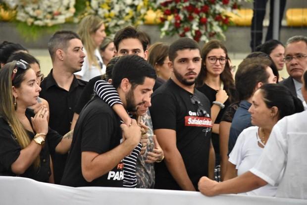 Mãe de Gabriel Diniz, Ana Maria, no velório do filho (Foto: Felipe Souto/ Ed. Globo)