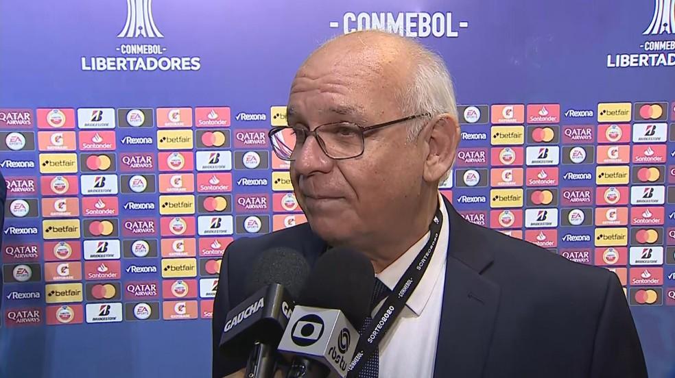 Presidente do Grêmio, Romildo Bolzan, no sorteio da Libertadores — Foto: Reprodução/RBS TV