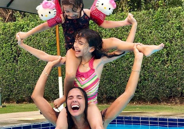 Daniella Sarahyba com as filhas (Foto: Daniel José)