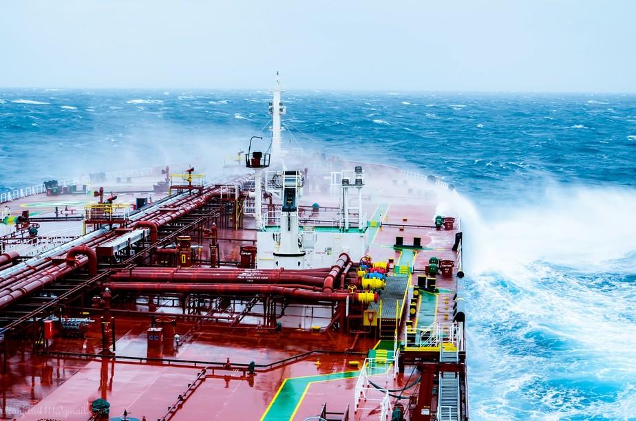 Petróleo modera ganhos, mas fecha em alta com receios sobre a oferta