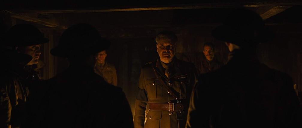 Colin Firth em cena de '1917' — Foto: Divulgação