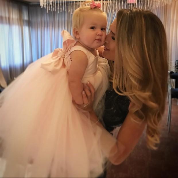 Morgan Miller e a filha caçula, Emmy (Foto: Reprodução/Instagram)