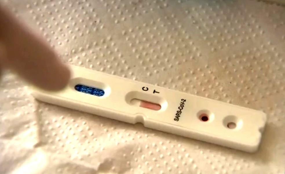 Teste rápido identifica que já teve contato com o novo coronavírus — Foto: TV TEM/Reprodução