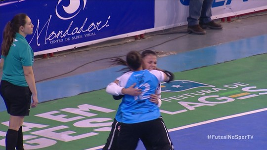 Os pênaltis de Leoas da Serra 5 (2) x 5 (1) Taboão da Serra pela final da Taça Brasil de Futsal