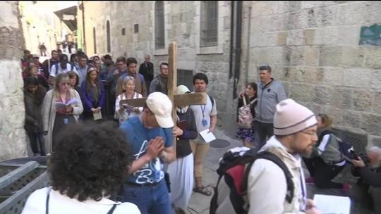 Em todo o mundo, cristãos participam das celebrações da Semana Santa