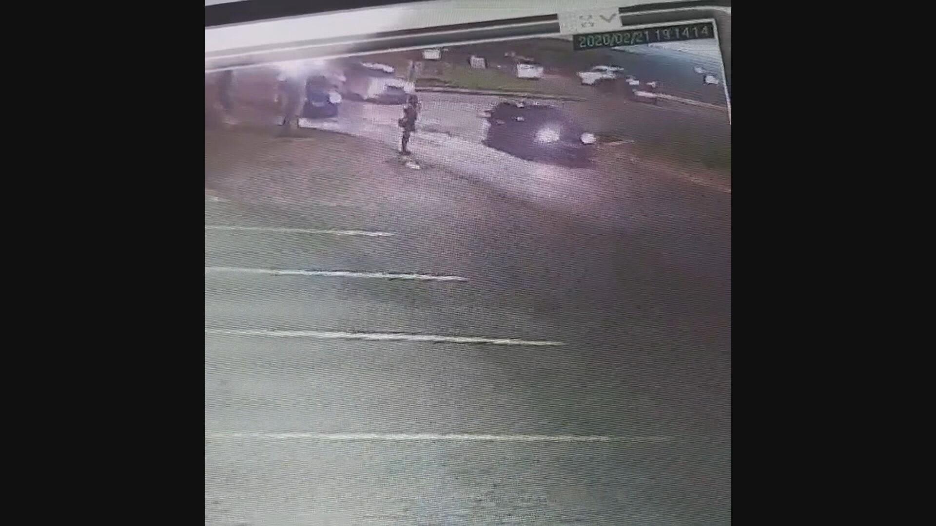 VÍDEO: motorista invade calçada, atropela mulher e foge sem prestar socorro, no DF