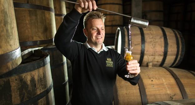 Ele começou na roça e agora é sócio-diretor de uma empresa de destilados que exporta para 25 países