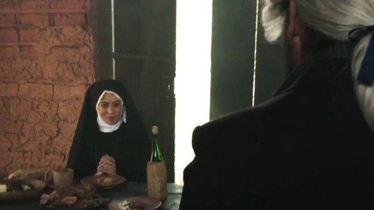 Mão de Luva se encanta por doce freira após roubo