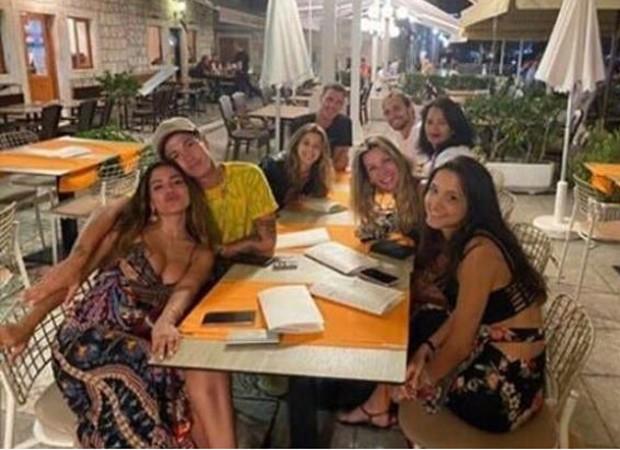 Anitta e Lucas Omulek jantam juntos na Croácoa (Foto: Reprodução Instagram)