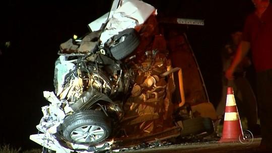 Médica morre e passageiros de van ficam feridos após acidente em rodovia