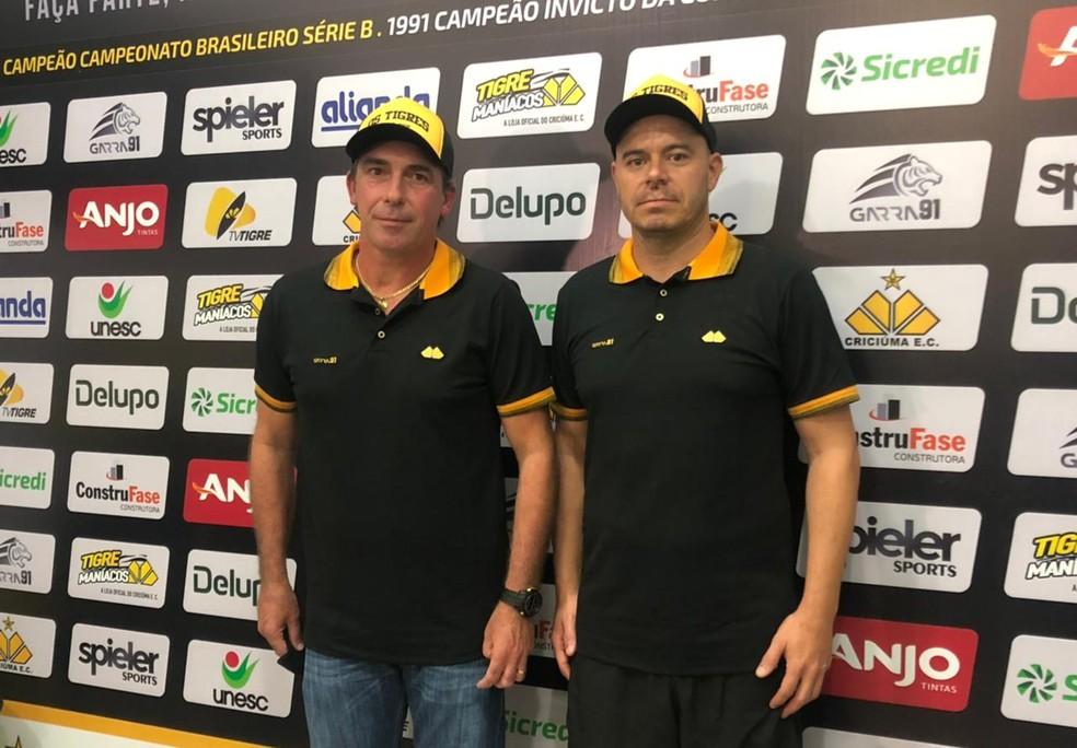 Paulo Baier e Luciano Almeida foram apresentados nesta quarta-feira — Foto: Celso da Luz/ Criciúma E. C.