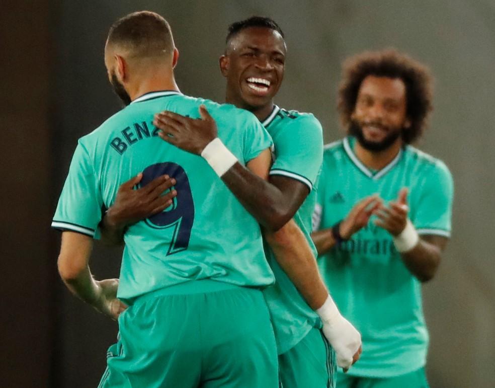 Benzema Vinicius Junior gol Real Madrid Real Sociedad — Foto: Juan Herrero/EFE