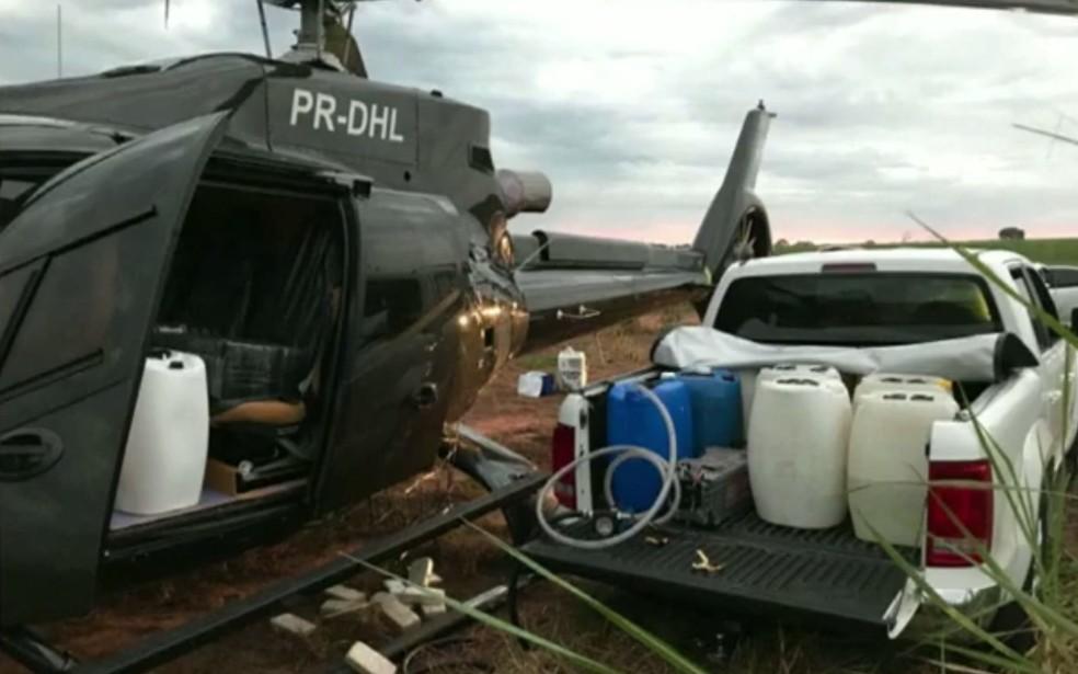 Helicóptero era abastecido em canavial em Presidente Prudente — Foto: Divulgação/PF