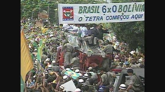 Você lembra? Há exatos 24 anos, seleção desembarca no Recife após tetra