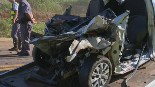 Três jovens morrem em acidente entre caminhão e carro na rodovia Raposo Tavares