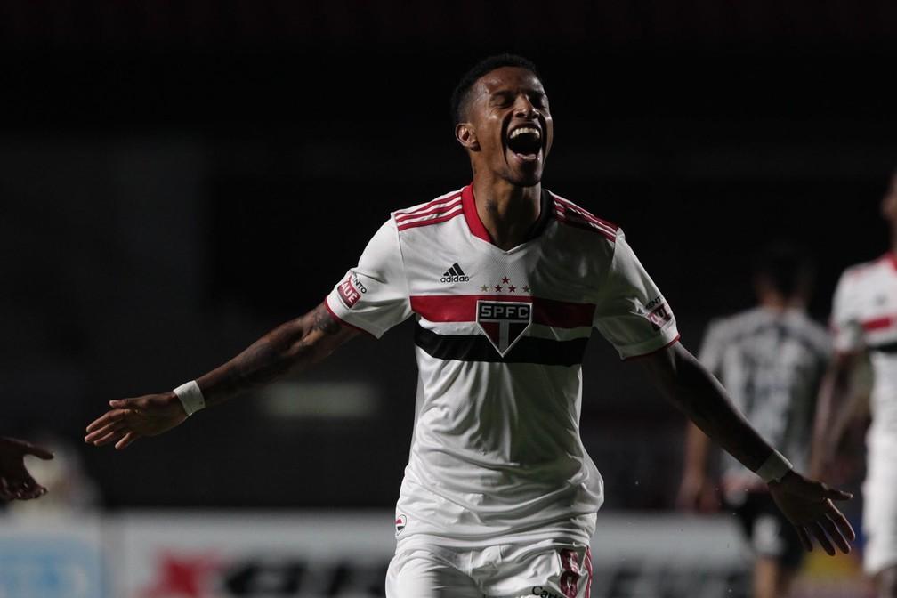Tchê Tchê, do São Paulo, comemora gol contra o Santos — Foto: Rubens Chiri/sapaulofc.net