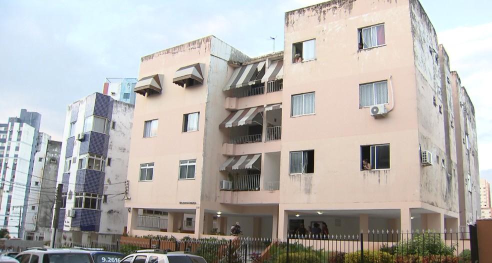 Apartamento fica em prédio no bairro de Brotas, em Salvador — Foto: Reprodução/TV Bahia