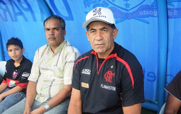 Curtinha: na Paraíba para tarde de autógrafos, Nunes visita treino do Fla