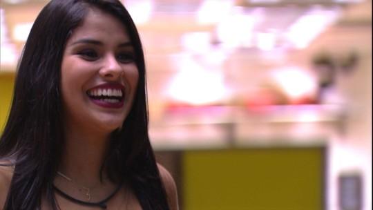 Munik fala das cenas em que se viu beijando Renan: 'Que vergonha!'