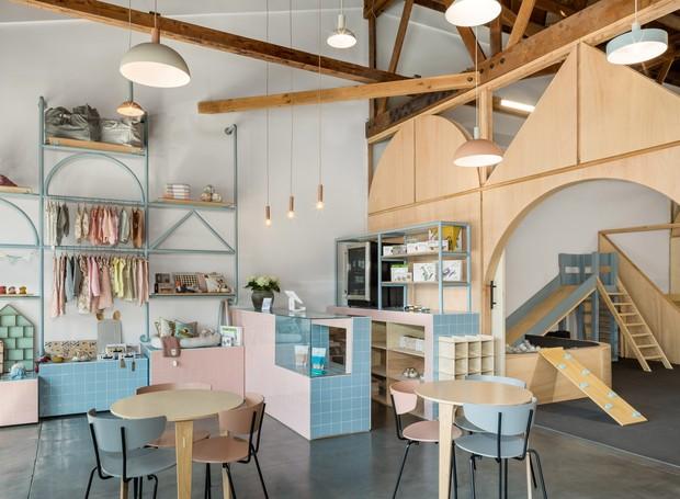 Área de loja e café no coworking (Foto: Instagram / bigandtinyspace)
