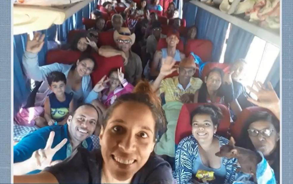 Momentos antes do acidente os passageiros fizeram uma selfie — Foto: Reprodução/TV Bahia
