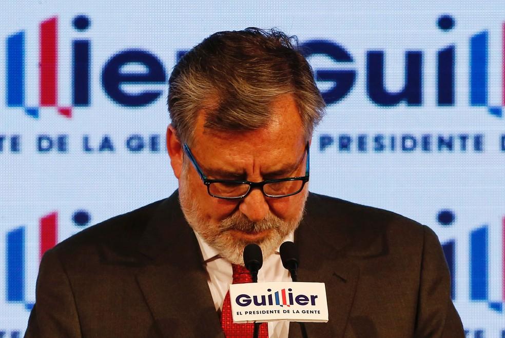 Alejandro Guillier faz discurso em que reconhece derrota no segundo turno presidencial deste domingo (17) no Chile (Foto: Rodrigo Garrido/ Reuters)